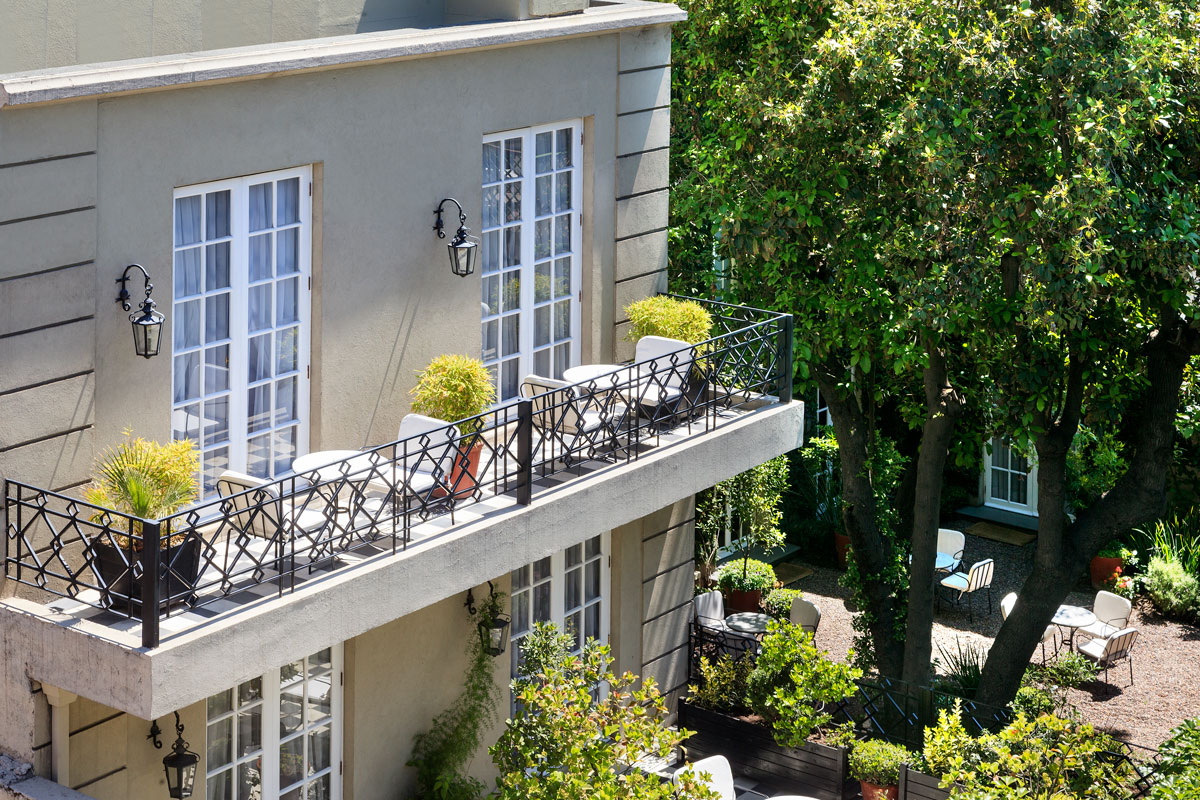 DELUXE-KING-OR-TWIN-WITH-BALCON